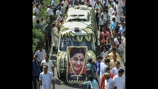 Thousands pay tributes to Sushma Swaraj, last rites held in capital