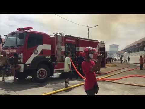 Lima Jam Melawan Api