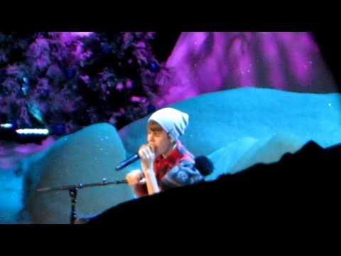 Justin Bieber Fa la la Acapella @massey hall 12/21/11