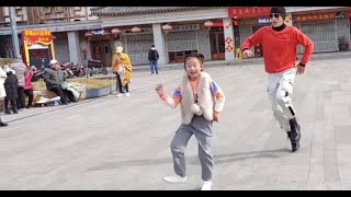 Enjoy the Classic dance Clouds cover the moon by Wei Jia and Little girl Xiao Xuanxuan dancing so be