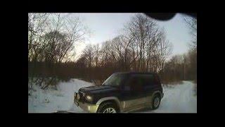 видео: Нарушения егерем законов преградил путь и хотел обыскать машину