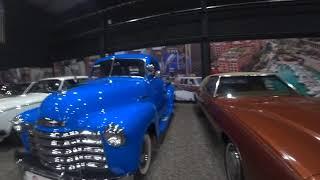 Супер ретро музей автомобилей.