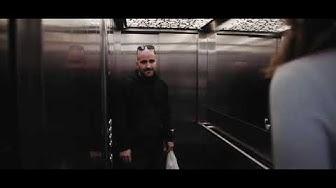 Leccare figa in ascensore