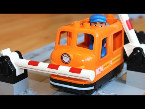 Машинки мультики про Паровозики игрушки: Шлагбаум.