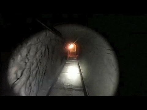 "Drug smugglers use ""super tunnel"" to link Mexico and US"