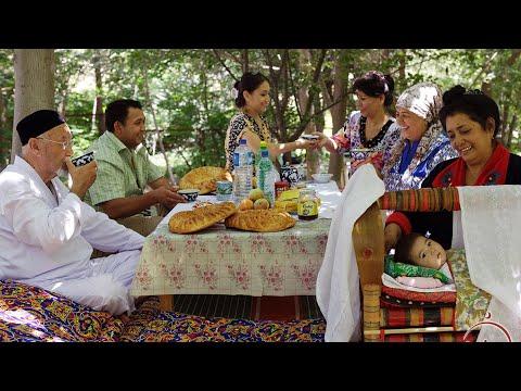 Чайная церемония в Таджикистане. Спасает от жары и просто карсиво
