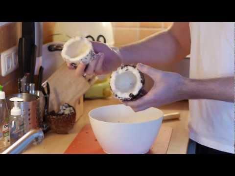 Kokosnuss öffnen leicht gemacht [VEGAN]