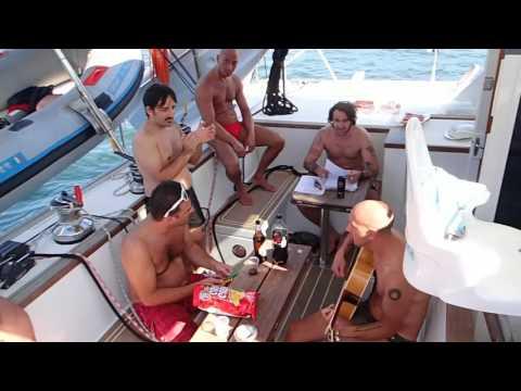 VACANZE IN BARCA MadMax charter: musica sul catamarano McLeod