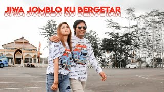 Download lagu Videoin supir truk pacaran sama model. (Behind the scenes sampek tuwek Angsa Putih)