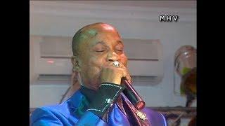 Koffi Olomide chante Tabu Ley concert à l'Hotel Invest 2010