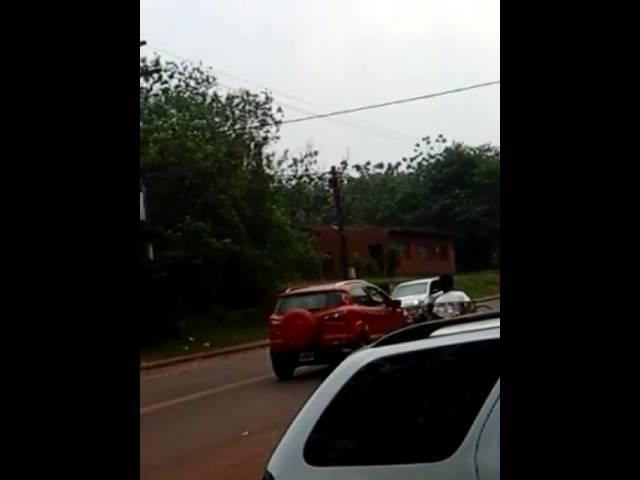 Una mujer se desnuda en la calle para que su novio no la deje