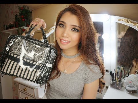 What's In My Travel Makeup Bag? Bahasa Indonesia || Rinmakeup