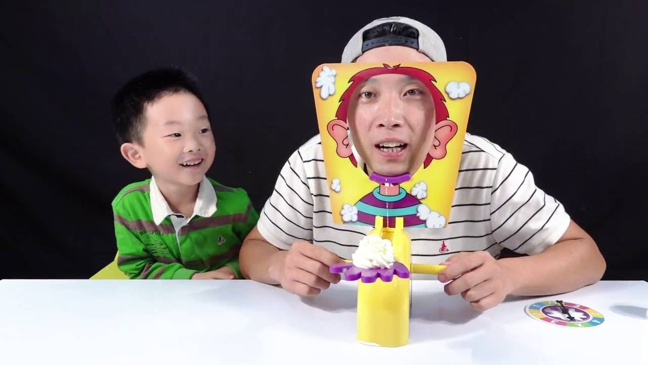 [Wih Kids]Pie Face Challenge Toys Silly Funny Hand Roulette Board Game