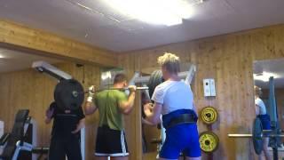 200 kg squat w/stop and cast (metacarpal fracture)