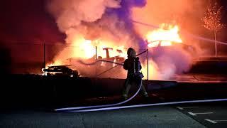 Brandattentat mot sju bilar på Teslas anläggning vid Boplatsgatan