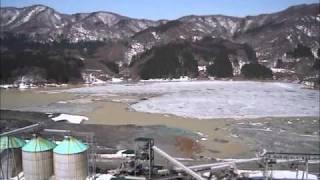 青森県中津軽郡西目屋村にある目屋ダムのダム湖です。ダム直下に新たに...