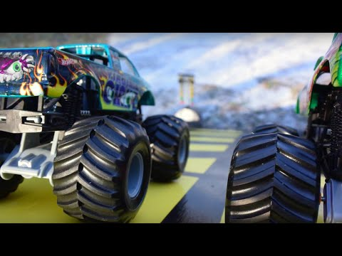 Hot Wheels Monster Jam Ice Capades! King of the Frozen Tundra