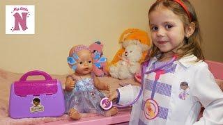 Кукла МАЛЫШ Беби Бон ГРОМКО ПЛАЧЕТ Настя в костюме Плюшева осматривает BABY BORN