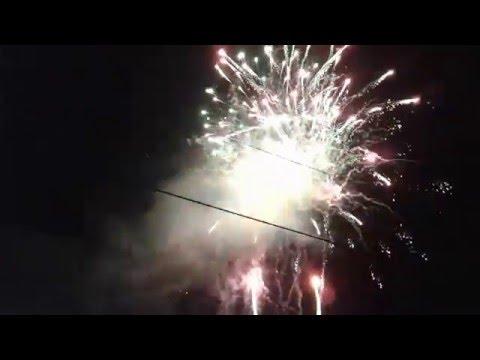 Bắn pháo hoa sáng rực trời đêm giao thừa 2016 tại Dầu Tiếng Bình Dương