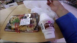AEON 富津店のイートインコーナーにて昼食をとる(イオン)