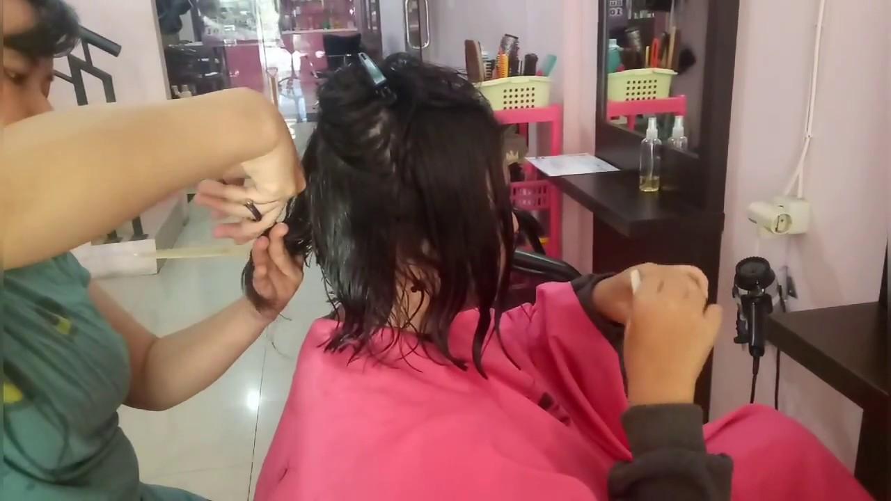 Potong rambut cewek kelas 2 SMP.Model bob nungging - YouTube 50ffa482e0