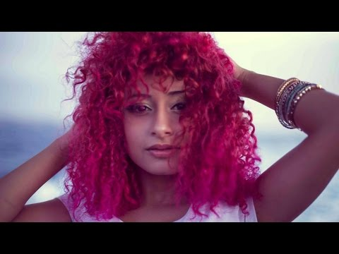 Dalia Chih دالية شيح  - Pink Green Blue (Official Music Video)