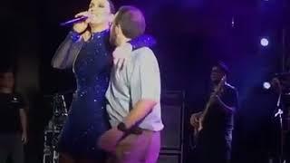 Baixar Ivete Sangalo dança lambada com Padre durante show