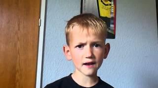 Lille dreng synger Rasmus Seebach Natteravn.