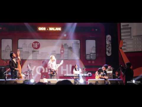 High Quality Payung Teduh - Mari Bercerita live in Malang stadion gajayana 9 sep 2016