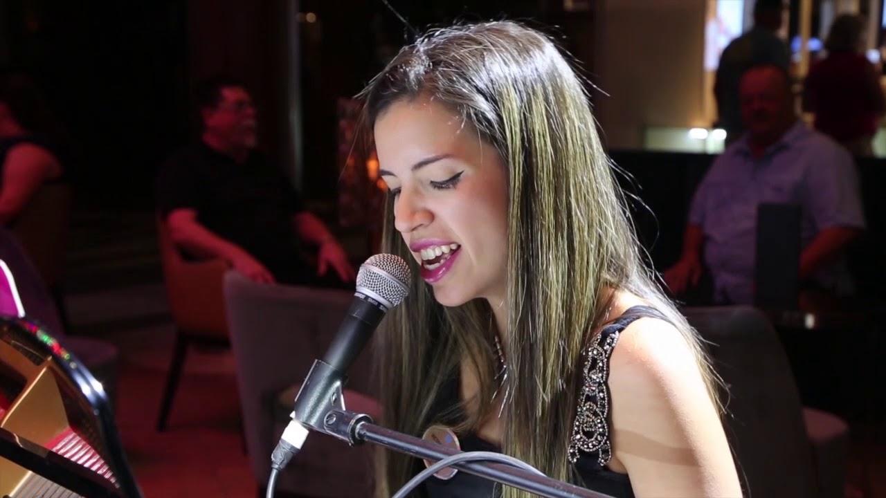 María Victoria Yanez (Singer Pianist Promo)