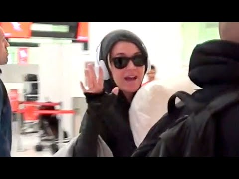 PREGNANT KATY PERRY DEPARTS SYDNEY AIRPORT