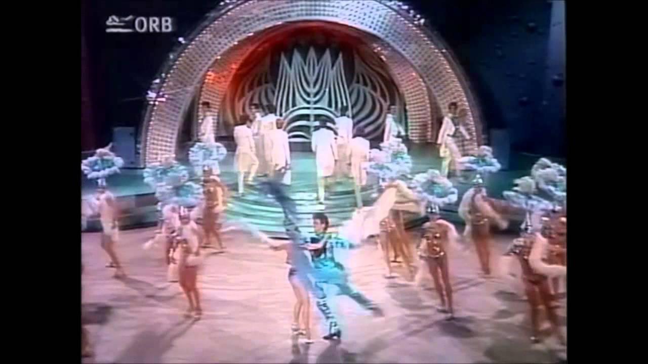 Friedrichstadtpalast Ballett-Eröffnung des Kessel Buntes - YouTube