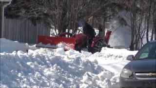 Маленький трактор для работы на своём участке(В Канаде, а в частности в Саскачеване, очень много фермеров, которые проживают на отдельных участках, а не..., 2013-03-30T15:55:04.000Z)
