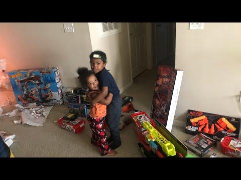 SANTA CLAUS LEFT KIDS RULE TV LOTS OF TOYS PT.1
