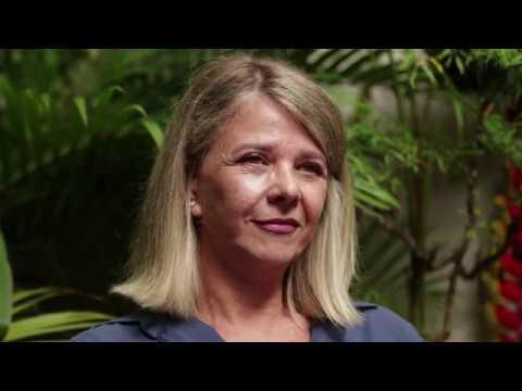 O mundo multifacetado de Claudia Furlani  no site AS CORES DA LUZ