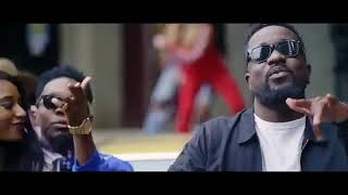 Patoranking-No-Kissing-Baby-ft.-Sarkodie-Official-Video-www.hitzgh.com_.mp4