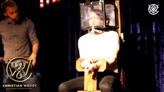 Locked up escape artist holds his breath for 6 minutes on stage - Christian