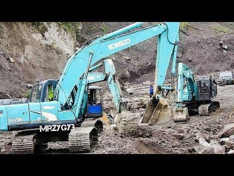 Kobelco SK200 Excavator Working Repairing Road Access