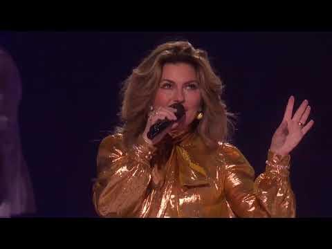 Shania Twain Performs