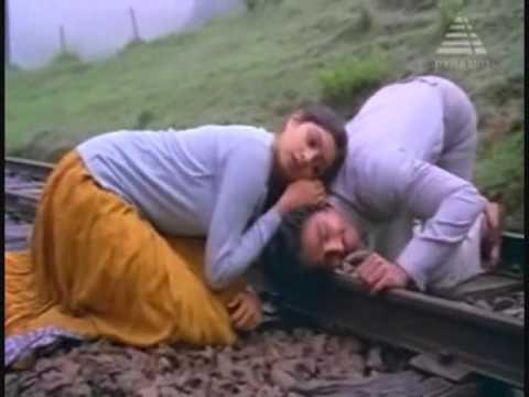 Poongaatru - Moondraam Pirai(1982)