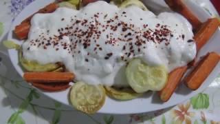 Салат из кабачка, морковки с йогуртом и чесноком.