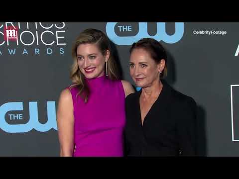 Laurie Metcalf Arrives At Critics S Choice With Zoe Perry