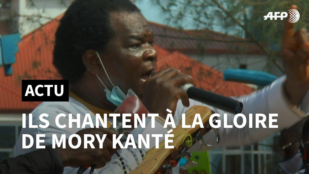 """Vidéo – Musique et chants mandingues aux funérailles du """"griot électrique"""" Mory Kanté"""