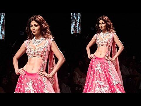 HOT Shilpa Shetty Sizzles On Ramp At Lakme Fashion Week 2016