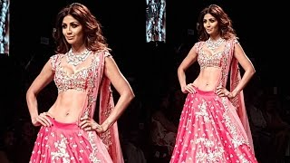 HOT Shilpa Shetty Sizzles On Ramp At Lakme Fashion Week 2016