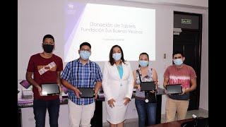 Fundación Sus Buenos Vecinos dona tablets a estudiantes de la UTP