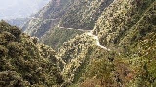 山岳道路で土砂崩れ ボリビア
