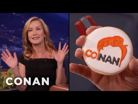 Angela Kinsey Made CONAN Cookies   CONAN on TBS