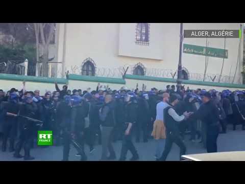 Alger : la police fait usage d'un canon à eau contre des manifestants anti-Bouteflika