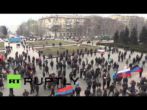 Ukraine: Pro-Russia protesters enter Donetsk regional admin building